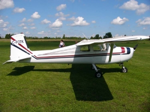 cessna150-straight-tail